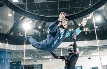 ドランクドラゴンの鈴木拓がインドアスカイダイビングに挑戦!